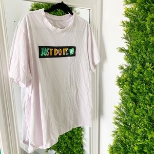 NIKE JUST DO IT PINK SHORT SLEEVE LOGO GRAPHIC TEE